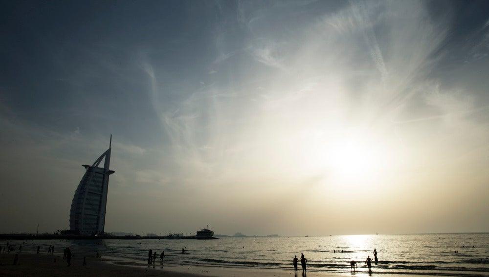 Una playa de los Emiratos Árabes