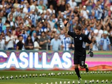 Casillas ovacionado