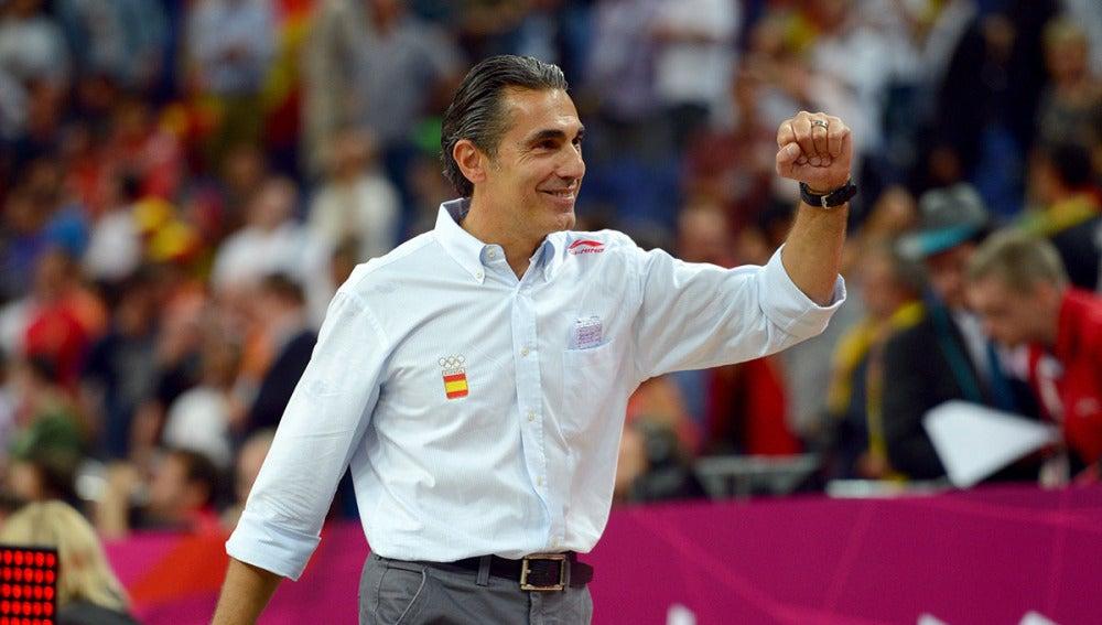 Scariolo durante un partido con la selección española de baloncesto
