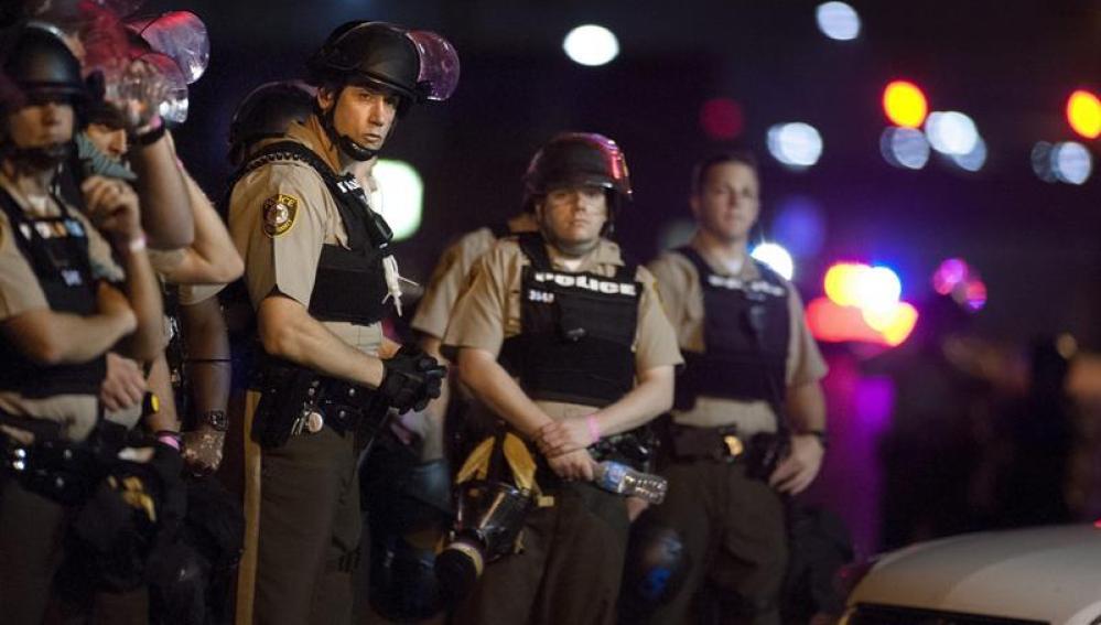 Varios oficiales de la Policía del Condado de San Luis