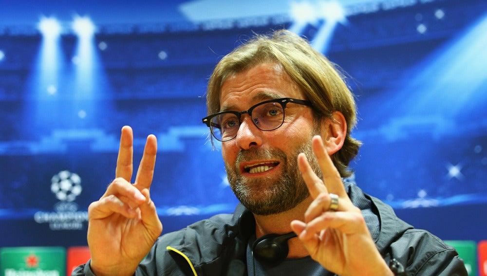 Jürgen Klopp durante una rueda de prensa con el Borussia Dortmund