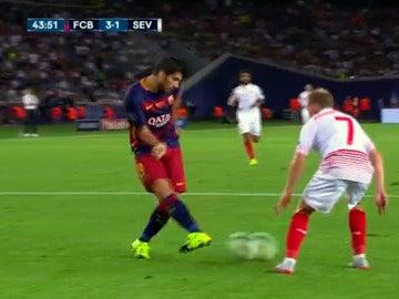 Suárez mete un pase milimétrico a Rafinha