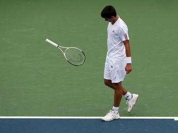 Djokovic tira su raqueta