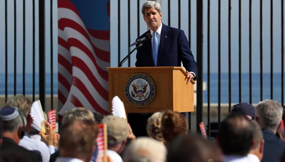 John Kerry en la ceremonia de reapertura de la embajada en la Habana
