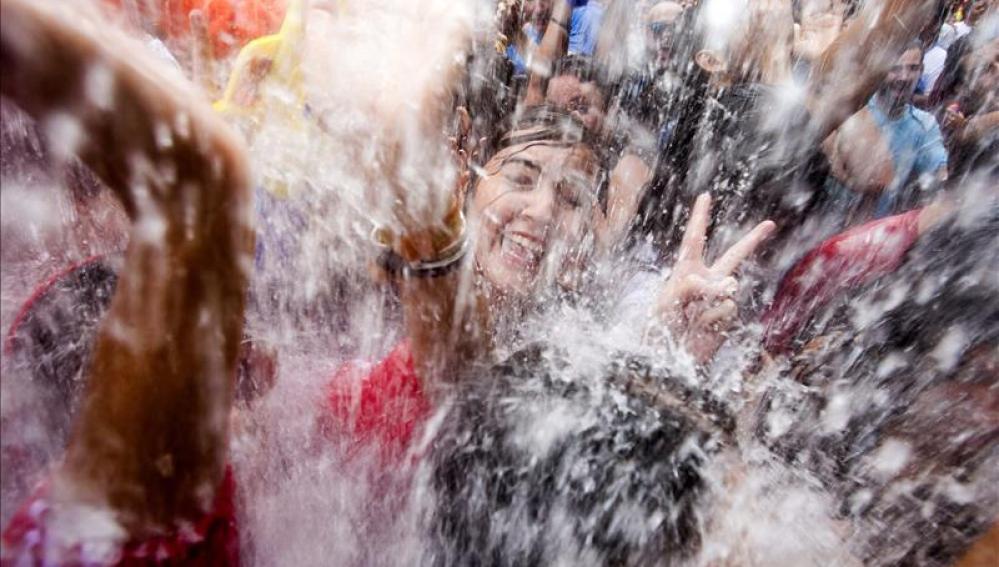 El tiempo desapacible no restó asistencia a la multitudinaria Fiesta del Agua