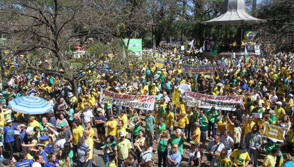 Cientos de miles de manifestantes en Belo Horizonte (Brasil)