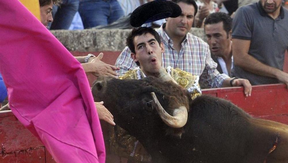 Cornada en el cuello sufrida por el diestro malagueño Saúl Jiménez Fortes