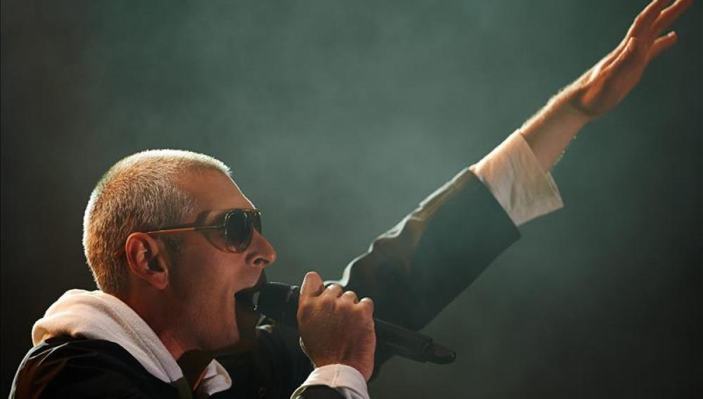 El cantante estadounidense de reggae y rock alternativo, Matisyahu, durante un concierto