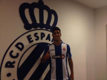 Marco Asensio se viste por primera vez con la camiseta del Espanyol