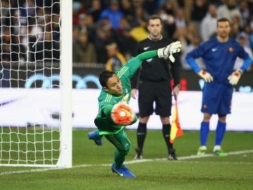 Keylor Navas interviene en una ocasión de gol