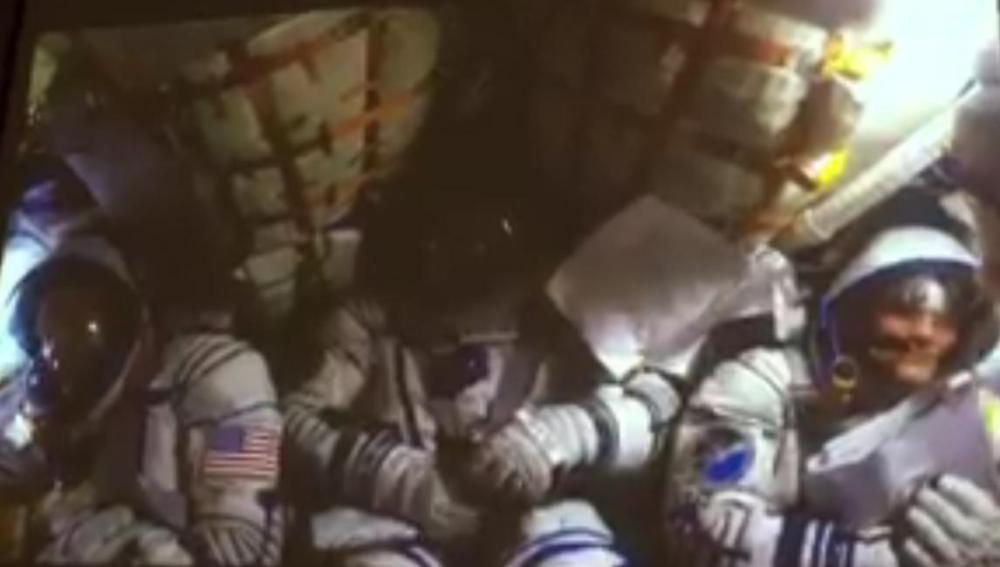 Tres astronautas muestran su aterrizaje