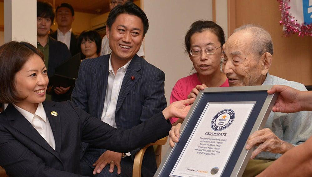 Yasutaro Koide, reconocido como el hombre más longevo del mundo