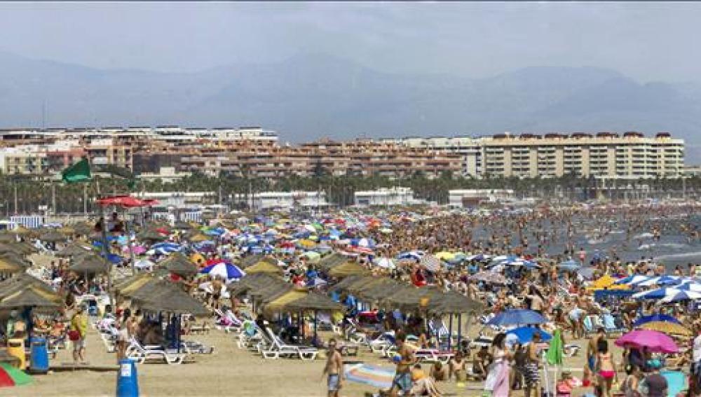 Turistas en las playas valencianas