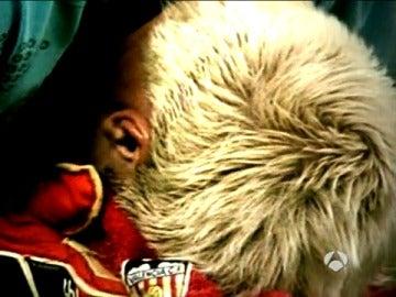 Santi Cañizares llora en el terreno de juego