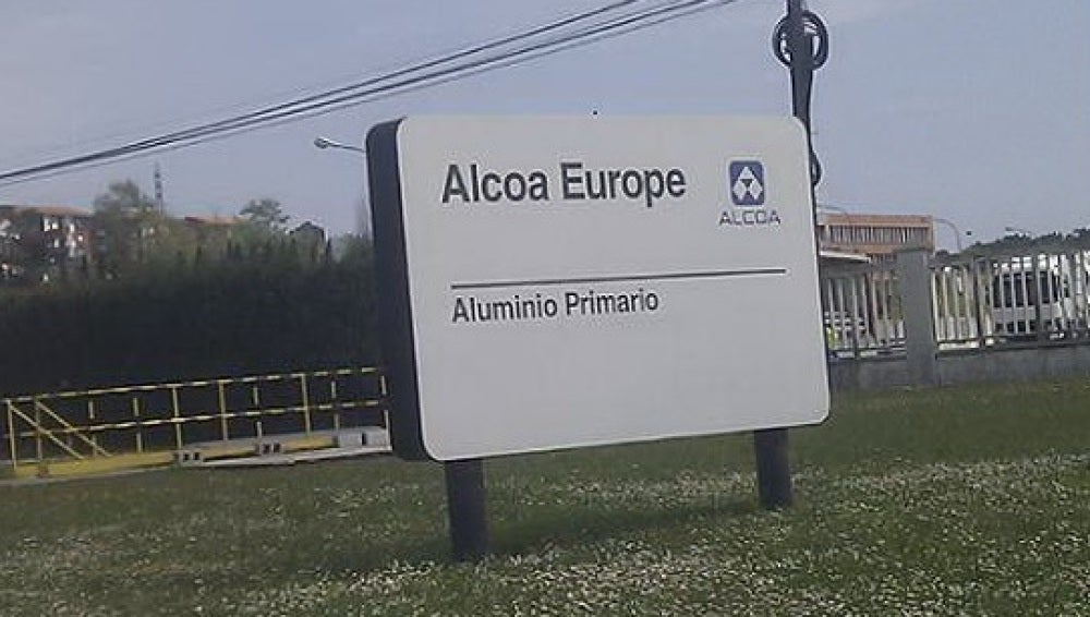 Entrada a la planta de Alcoa en Avilés