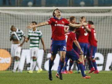 Los jugadores del CSKA de Moscú celebran su clasificación