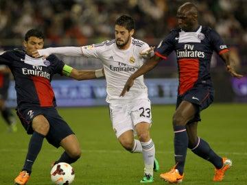 Isco, intentando driblar a Thiago Silva