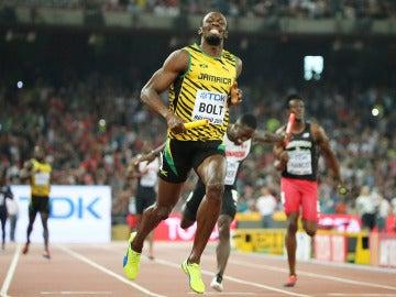 Usain Bolt, radiante tras ganar el 4x100