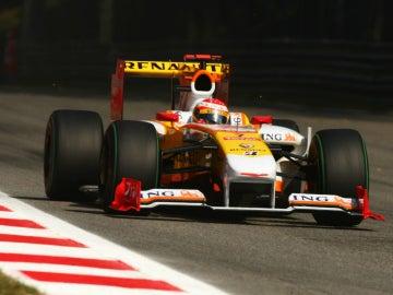 Alonso, a bordo del Renault en 2009