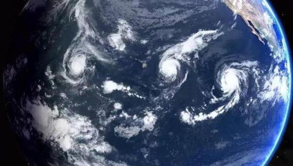 Los tres huracanes retratados