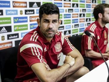Diego Costa junto a Juan Mata, en rueda de prensa