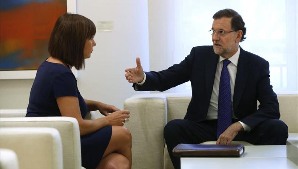 Mariano Rajoy debate con la presidenta balear, Francina Armengol.