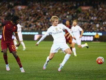Odegaard en un partido contra la Roma