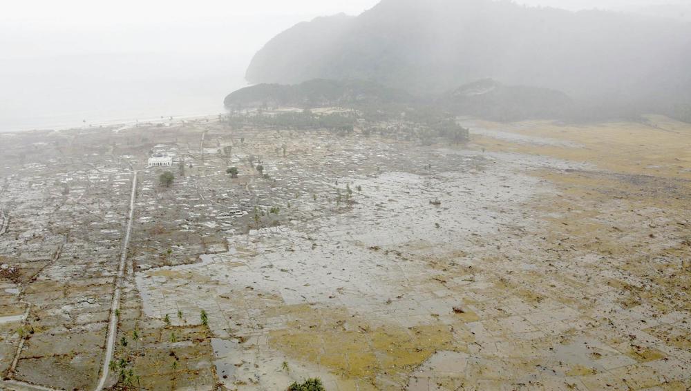 Así quedó la costa de Indonesia tras el tsunami de 2004