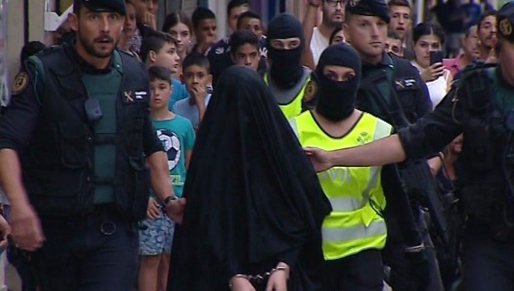 Detenida en Gandía una joven que se disponía a unirse a Estado Islámico en Siria