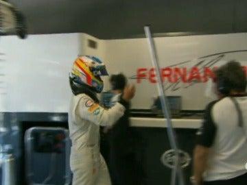 Fernando Alonso, enfadado tras su abandono en Monza