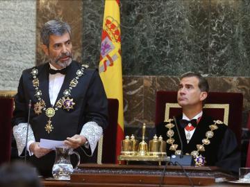 El rey Felipe escucha la intervención del presidente del Tribunal Supremo y del Consejo General del Poder Judicial