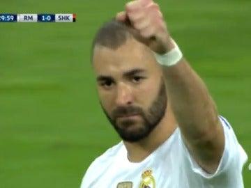 Benzema celebra su gol contra el Shakhtar