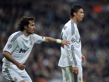 Raúl y Cristiano Ronaldo en un partido