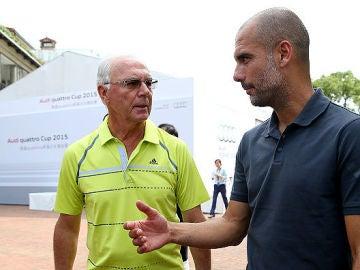 Franz Beckenbauer conversa con Pep Guardiola