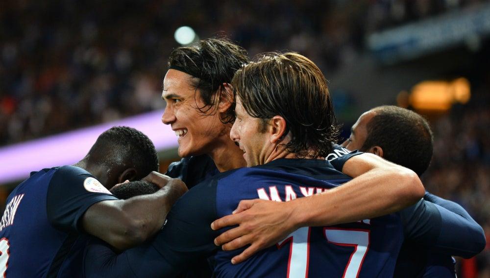 Cavani celebra un gol con el PSG