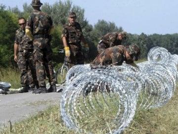 Valla para detener el tránsito de refugiados en Hungría