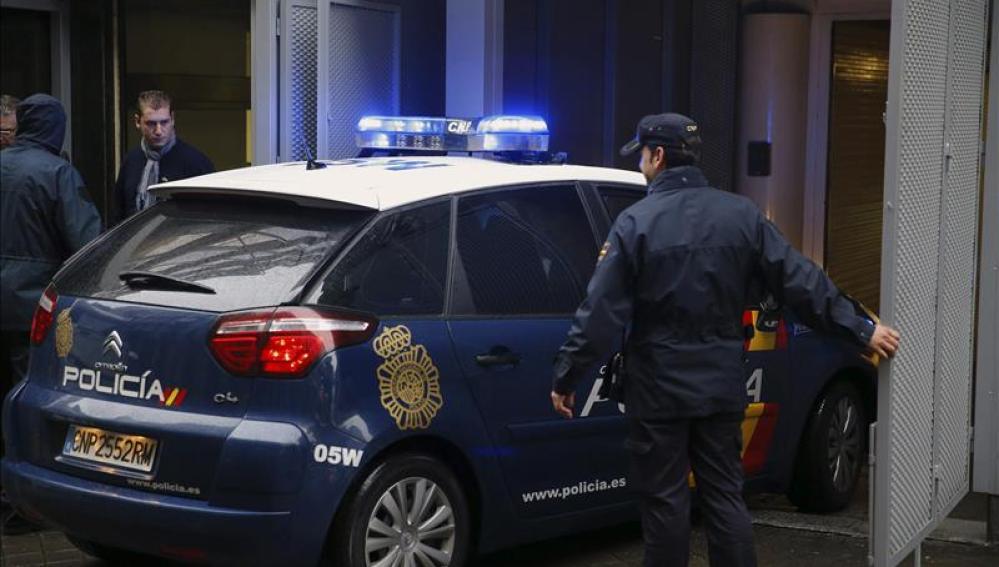 ANTENA 3 TV | Detenida una mujer en Granada por intentar prender ...