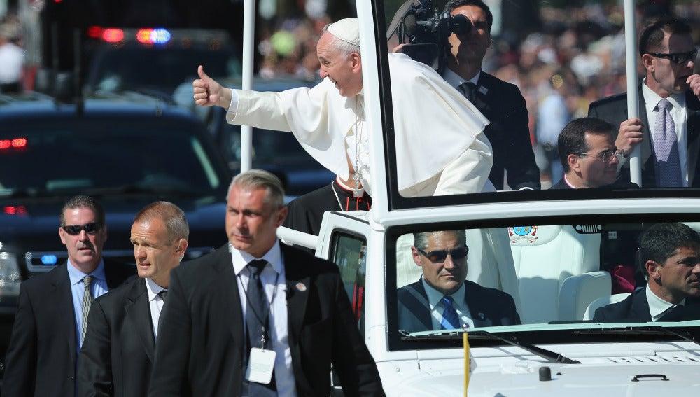 El Papa Francisco saluda a los ciudadanos en Washington