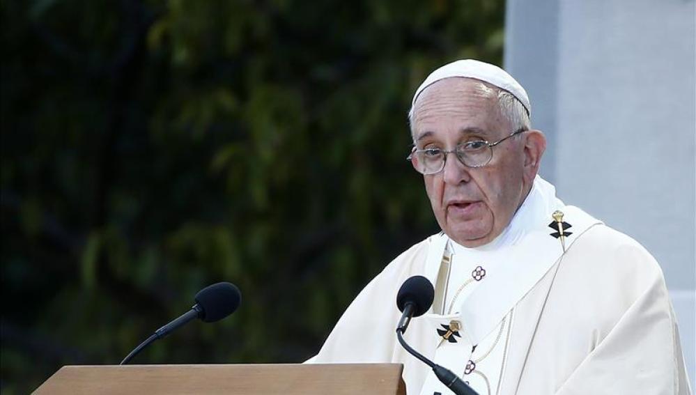 El Papa Francisco da un discurso