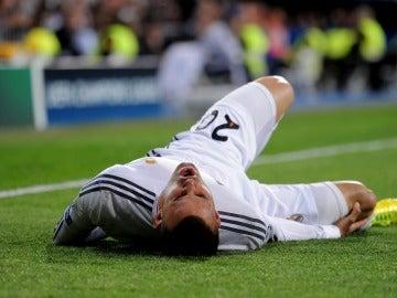 Jesé Rodríguez, dolorido en un partido con el Real Madrid