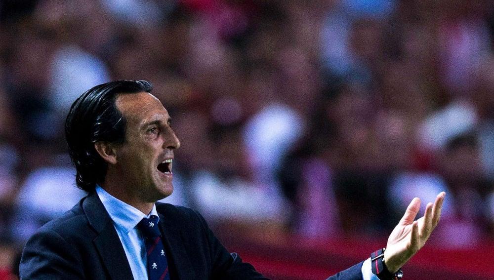 Unai Emery, dirigiendo al Sevilla