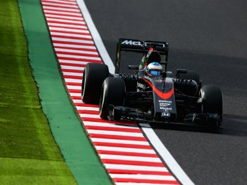 Alonso, subido en el McLaren