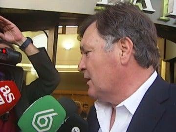 José Antonio Camacho atiende a los medios