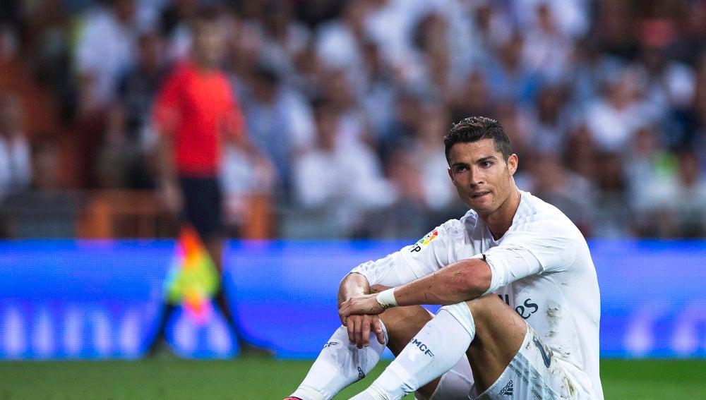 Cristiano se lamenta tras una ocasión fallada contra el Málaga