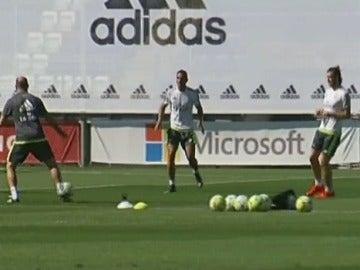 Danilo y Bale, durante el entrenamiento del Real Madrid