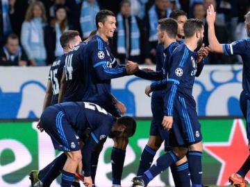 Cristiano Ronaldo celebra su gol junto a sus compañeros