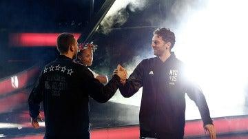 Marc Gasol saluda a Pau Gasol antes del All Star de Nueva York