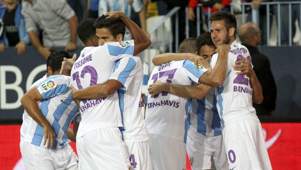 Los jugadores del Málaga festejan un tanto