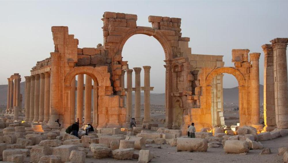 Palmira se queda sin su Arco del Triunfo romano (05-10-2015)