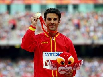 Miguel Ángel López celebra su medalla de oro